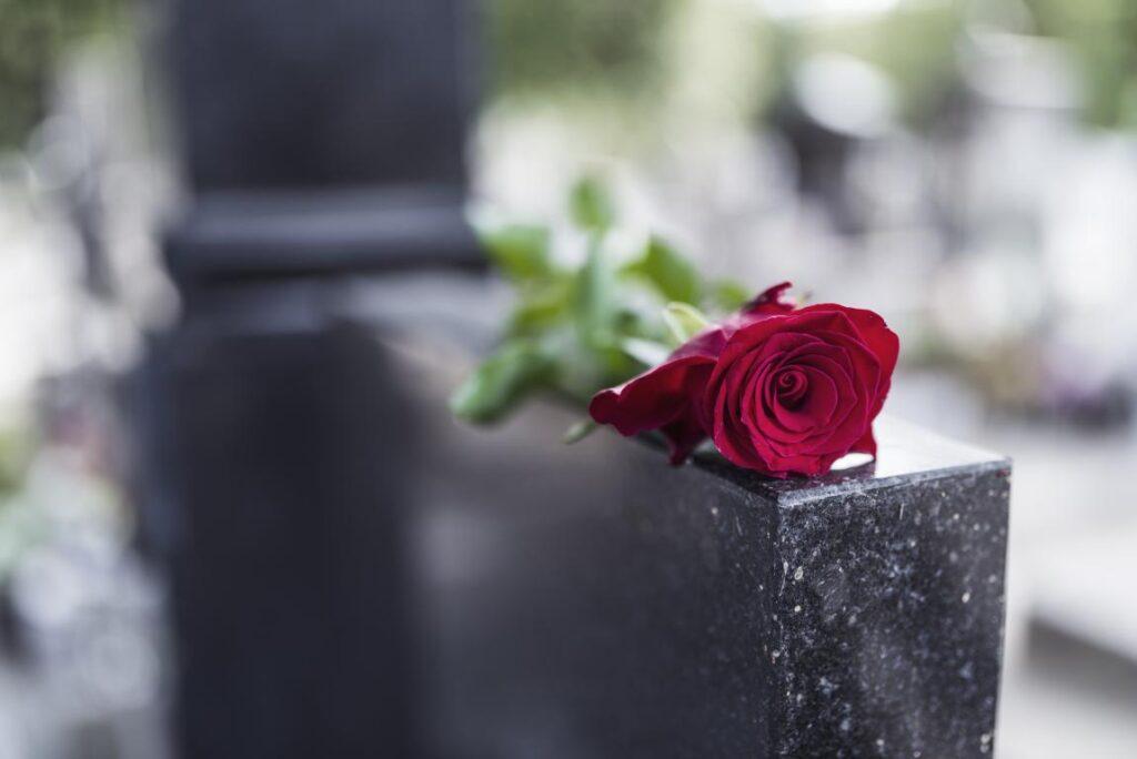 Lapidi cimiteriali in marmo Milano